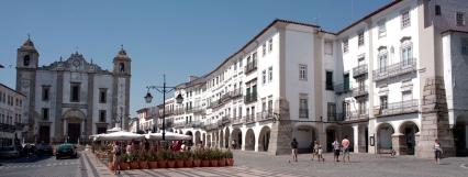 plaza-giraldo-evora-portugal